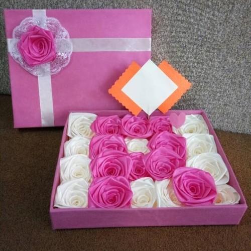 Foto Produk bunga box hadiah bunga satin valentine wisuda handmade murah dari putria-