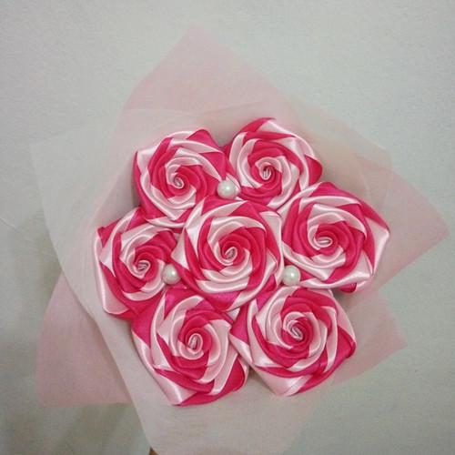 Foto Produk buket bunga satin mix warna hadiah wisuda valentine ultah handmade dari putria-