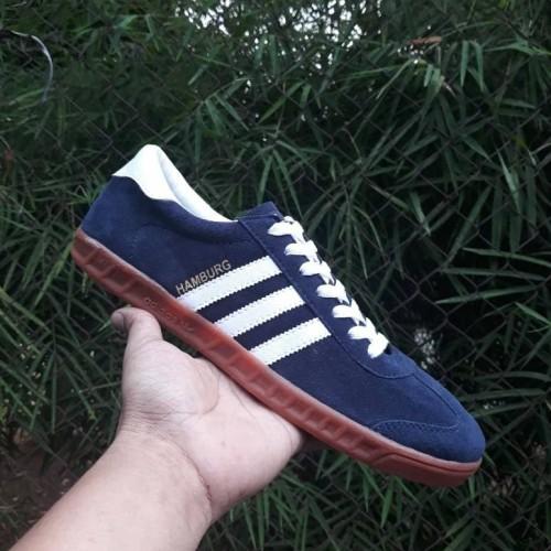 Foto Produk Sepatu Adidas Hamburg Sole Gum Sneakers pria terbaru Casual dari Side Sport