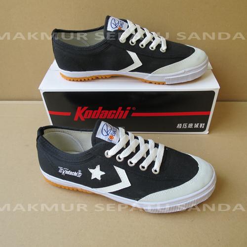Foto Produk Sepatu Capung - Kodachi 8119 Star Cefron - Hitam Putih dari Makmur Sepatu Sandal