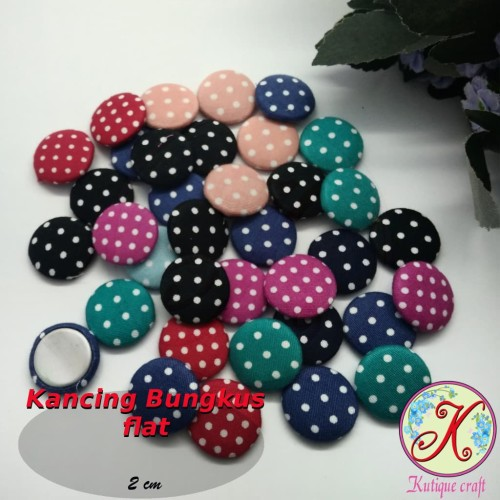 Foto Produk Kancing Bungkus Polka Flat 2cm per 50 pcs dari Kutique Craft