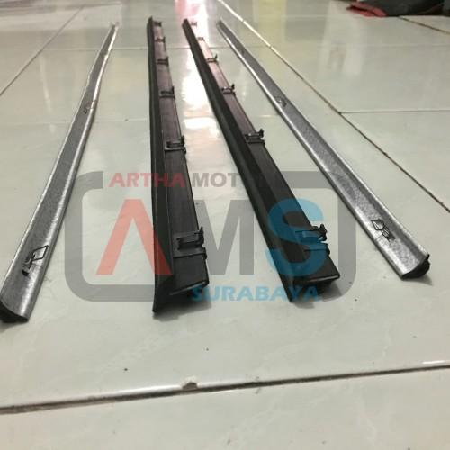 Foto Produk Karet Pelipit list kaca wheater Strip Carry Extra 1.0 depan 1set dari ARTHA MOTOR SURABAYA