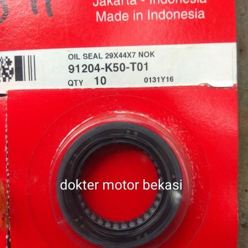 Foto Produk sil seal 29x44x7 roda belakang beat fi . vario fi . scoopy fi original dari dokter motor