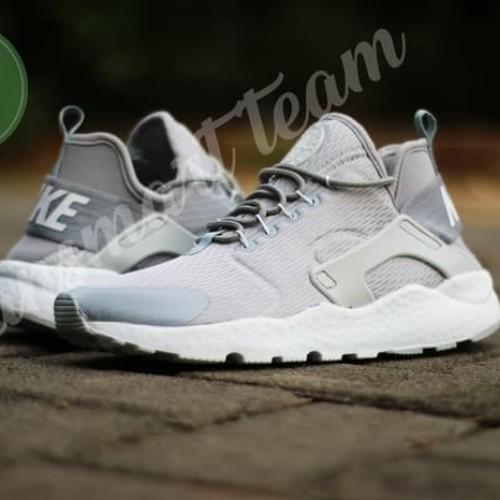 Sepatu Olahraga Wanita Nike Air Huarache Grey
