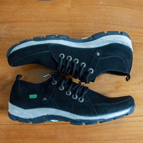 Foto Produk Sepatu Slop Kickers Pria Slipon Kulit Kicers Casual Terbaik - Hitam, 39 dari citrasepatu