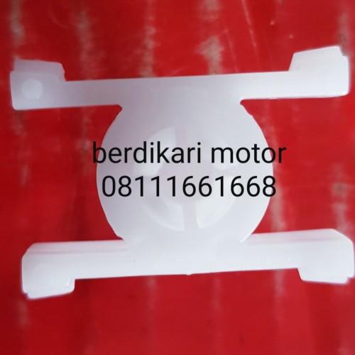 Foto Produk klip liss pintu bmw e30 m40 harga satuan dari BERDIKARI MOTORS