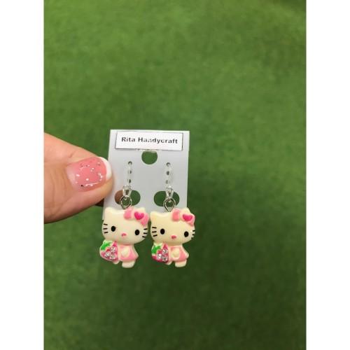 Foto Produk Anting Hello Kitty Holding Strawberry Full Resin kait Plastik Handmade dari Rita Handycraft