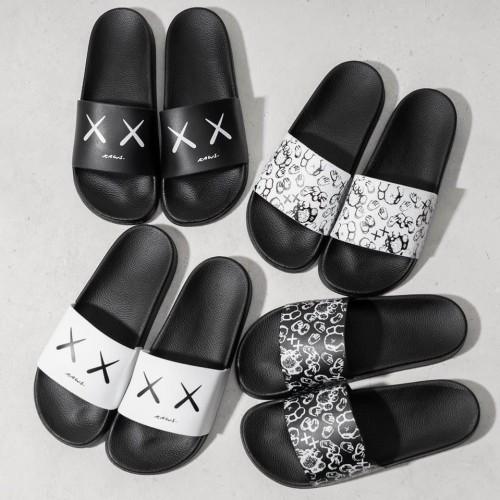 Foto Produk Sandal Slop Kaws Premium dari MaruMall