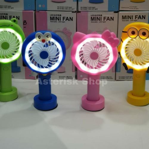 Foto Produk Kipas Angin Tangan Stand Portable Karakter ( Standing Mini Fan) dari AsteriskShop