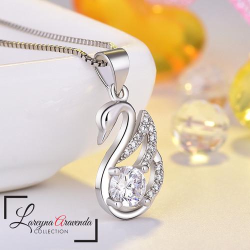 Foto Produk Kalung Titanium Wanita Liontin Swan Kristal Crystal Swarovski KL048 - Putih dari Lareyna