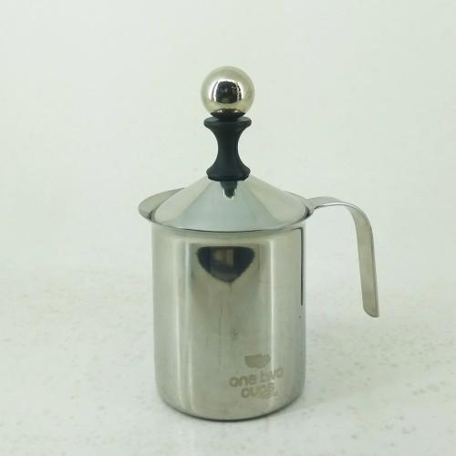 Foto Produk Pembuih Susu Manual Double Mesh Milk Frother Latte Maker 400 ml dari Kopi Jayakarta