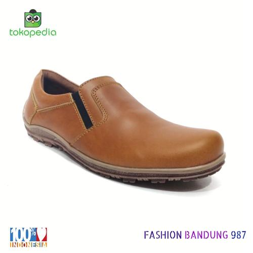 Foto Produk SEPATU KASUAL POLOS KULIT ASLI WARNA TAN MODEL SIMPEL dari Fashion Bandung 987
