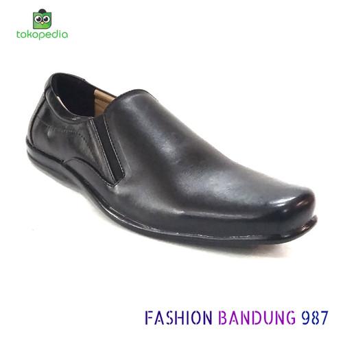 Foto Produk Sepatu kantor pria Flat Shoes Bahan Kulit Asli Sepatu datar pria dari Fashion Bandung 987