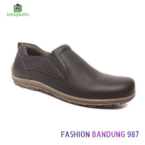 Foto Produk SEPATU KASUAL PRIA SIMPEL COKLAT BAHAN KULIT ASLI MODEL SLIP ON dari Fashion Bandung 987