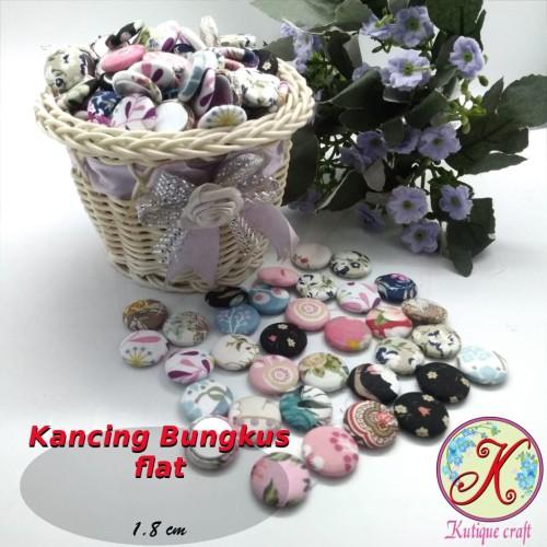 Foto Produk Kancing Bungkus Flat 1,8cm Motif per 100 pcs dari Kutique Craft