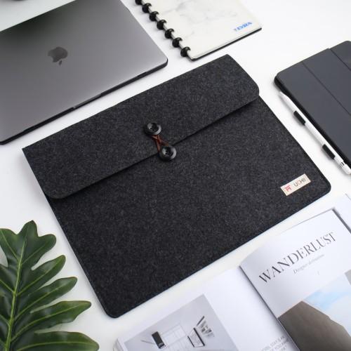 """Foto Produk UCHII Portable Laptop Felt Bag Holder   File Map Kain Kancing 15.4"""" L dari uchii store"""
