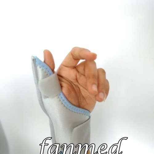 Foto Produk Deker Pergelangan Tangan Jari Jempol 42005 Thumb Brace Wellcare L/R dari Fanmed Sby