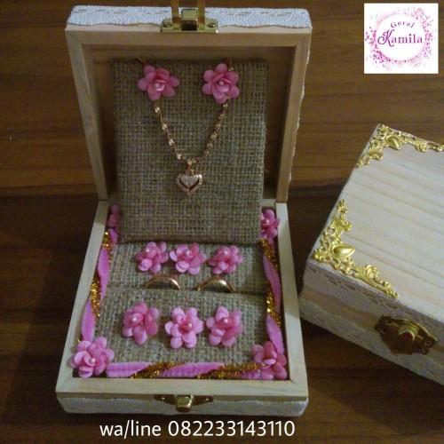 Foto Produk kotak kayu buat cincin dan kalung rustic hantaran seserahan nikahan dari Kotakcincin-bungaboneka