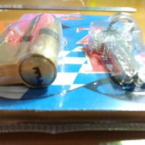 Foto Produk Silinder Kunci Pintu Besar Kuningan YU. Anak Silinder kunci Pintu dari atmarinishop