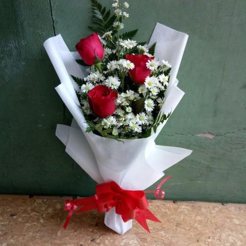 Foto Produk Bunga bucket wisuda bunga mawar asli hand bouquet florist buket hadiah dari Sun Flowers.