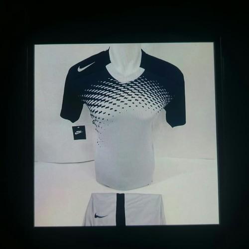 Foto Produk Baju Olahraga Pria Hitam Putih KW nike - Putih, M dari Toko Sport Dina