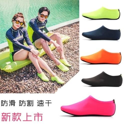 Foto Produk Sepatu Slip On pantai/Snorkling kualitas tebal dan tahan lama dari Yoi. store