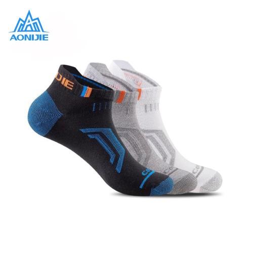 Foto Produk Aonijie E4101 Running Socks 3 PAIR - Kaos kaki lari outdoor - MEN - M dari Aonijie Indonesia