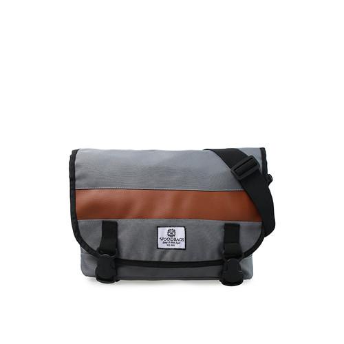 Foto Produk Woodbags Singaporean Bag   Messenger Edition   2 Pilihan Warna - Abu-abu Muda dari Woodbags Store