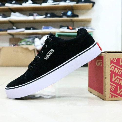 Foto Produk Sepatu Kets Vans California Full Suede Black Logo Ring Besi dari KuyindShop