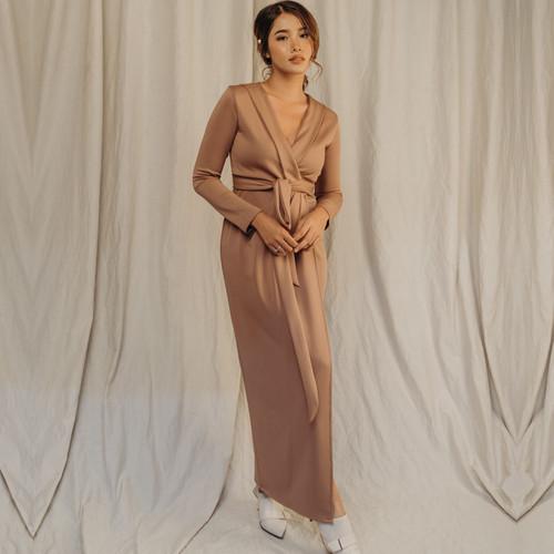 Foto Produk CORA WRAP DRESS LONG ROSE TAUPE - S dari At Vezzo