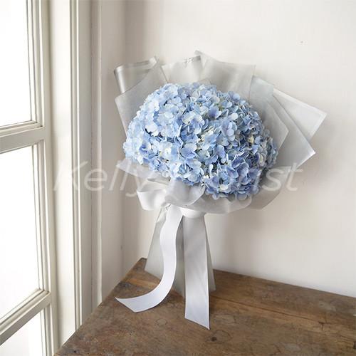 Foto Produk Winter Dreams (2 tangkai hydrangea korean style hand bouquet) dari Kelly Florist