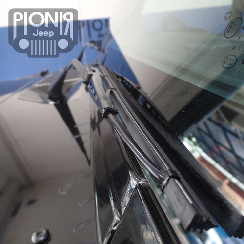 Foto Produk Wiper Depan Jeep JK / Wiper Blades For Jeep JK Wrangler Mopar Ori USA dari PIONIR JEEP