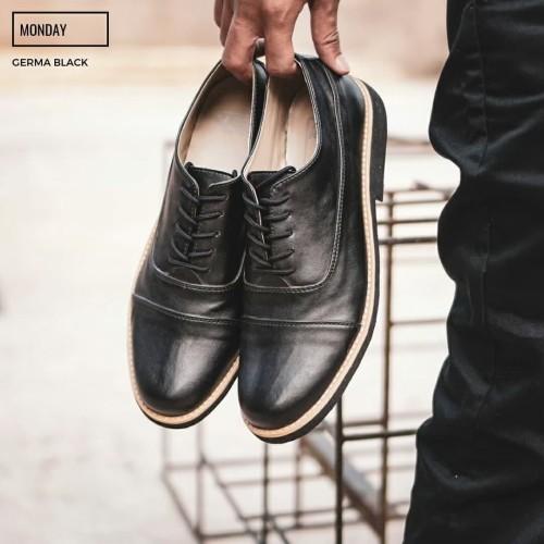 Foto Produk Sepatu Monday Germa Brown - Hitam dari shoestore bandung