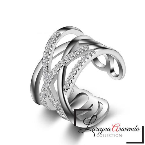 Foto Produk Cincin Wanita Titanium Model Twist Kristal Crystal Swarovski CC041 dari Lareyna