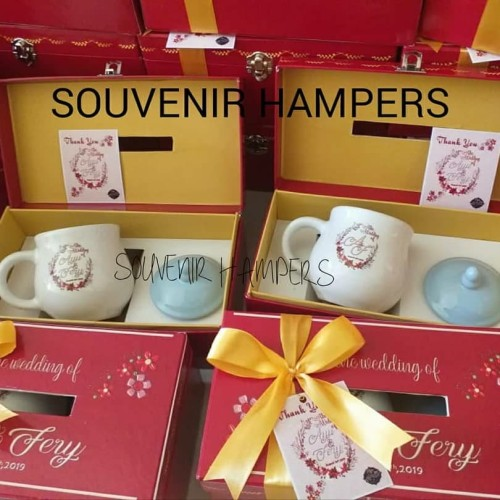 Foto Produk mug dot souvenir hardbox kotak tissue hampers dari Chloe boetik