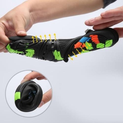 Foto Produk Terlaris Sepatu Sneaker Pantai Olahraga Air - 40 Termurah dari casasthop