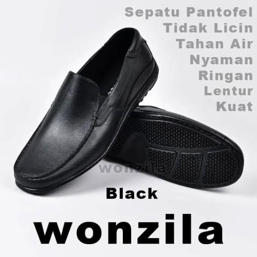 Foto Produk Sepatu Karet Anti Air Hujan ATT AB 350 Pantofel Kantor Sepatu Pantofel - 40 dari wonzila