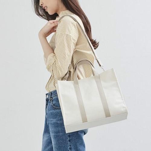 Foto Produk Tas Selempang Wanita Elegant Bahan Canvas Premium - Ailee Bag - Hitam dari Qearl