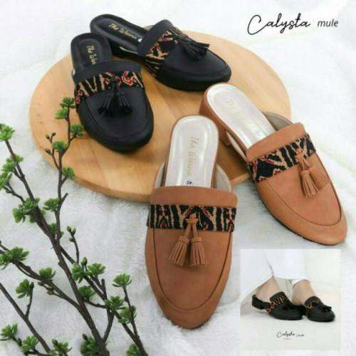 Foto Produk Sandal Sepatu The Warna Calysta Mule Hak 3cm dari Dinasti Shoes