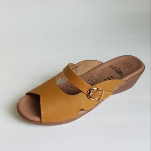 Foto Produk Sandal Kulit Scholl LS 1053 Cokelat Muda dari Dinasti Shoes