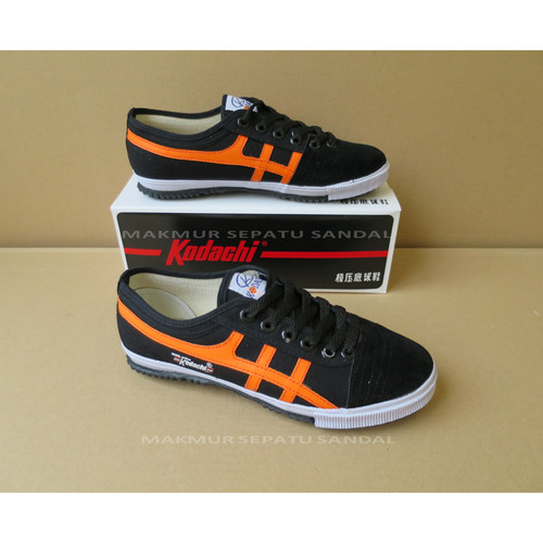Foto Produk Sepatu Capung - Kodachi 8172 - Hitam Orange dari Makmur Sepatu Sandal
