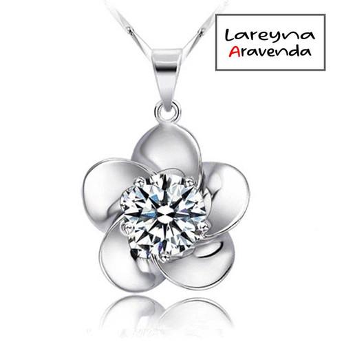 Foto Produk Kalung Titanium Asli + Liontin Model Bunga Crystal Swarovski KL004 - Putih dari Lareyna