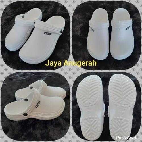 Foto Produk Sandal Sepatu KOMIN Model CROCS Warna putih, Karet pylon ringan kuat dari Jaya Anugerah sandal