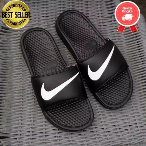 Foto Produk Sandal Nike Flip Flop Benassi Swoosh Motif Black Original - Hitam dari Gayoshoop