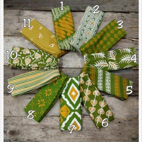 Foto Produk Kain Batik Cap Handmade Serian Hijau Pupus Kuning (4) dari Beautique Batik Aini