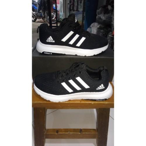 Foto Produk Sepatu running /unsx/ adidas warna hitam putih size 37 dan 40 termurah dari garinswear