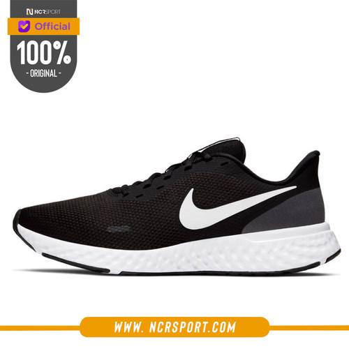 Foto Produk Sepatu Lari Nike Revolution 5 Black Original BQ3204-002 dari Ncr Sport