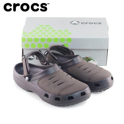 Foto Produk Sepatu Sandal Pria Crocs Yukon Leather - Coklat dari Crocs Dan Fitflop