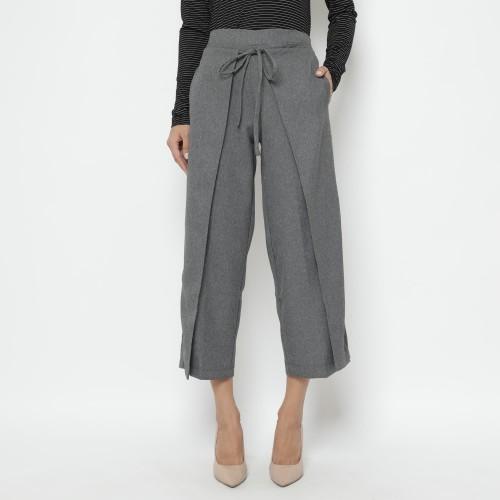 Foto Produk Cammomile Celana Wanita 031808043 - Hitam, L dari Cammomile FashionLine