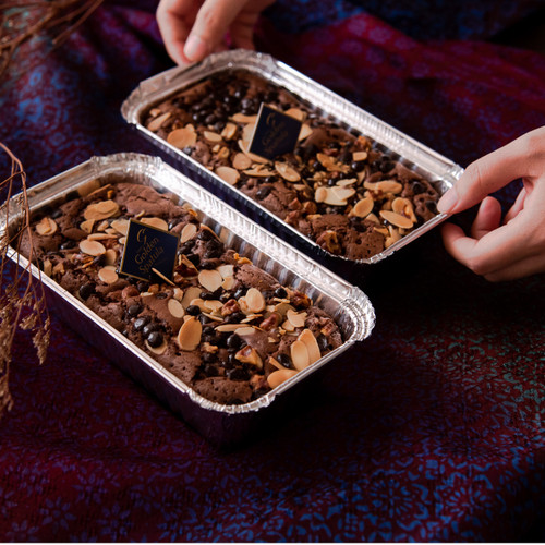 Foto Produk Brownies-Bronis with Almond, Walnut and Chocochip dari The Golden Spatula